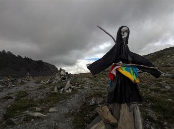 yading trail effigy guardian